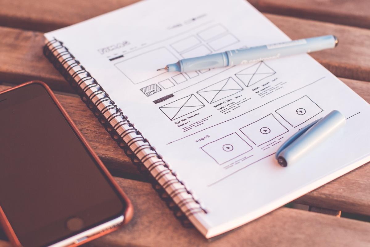 weboldaltervezés papíron, toll