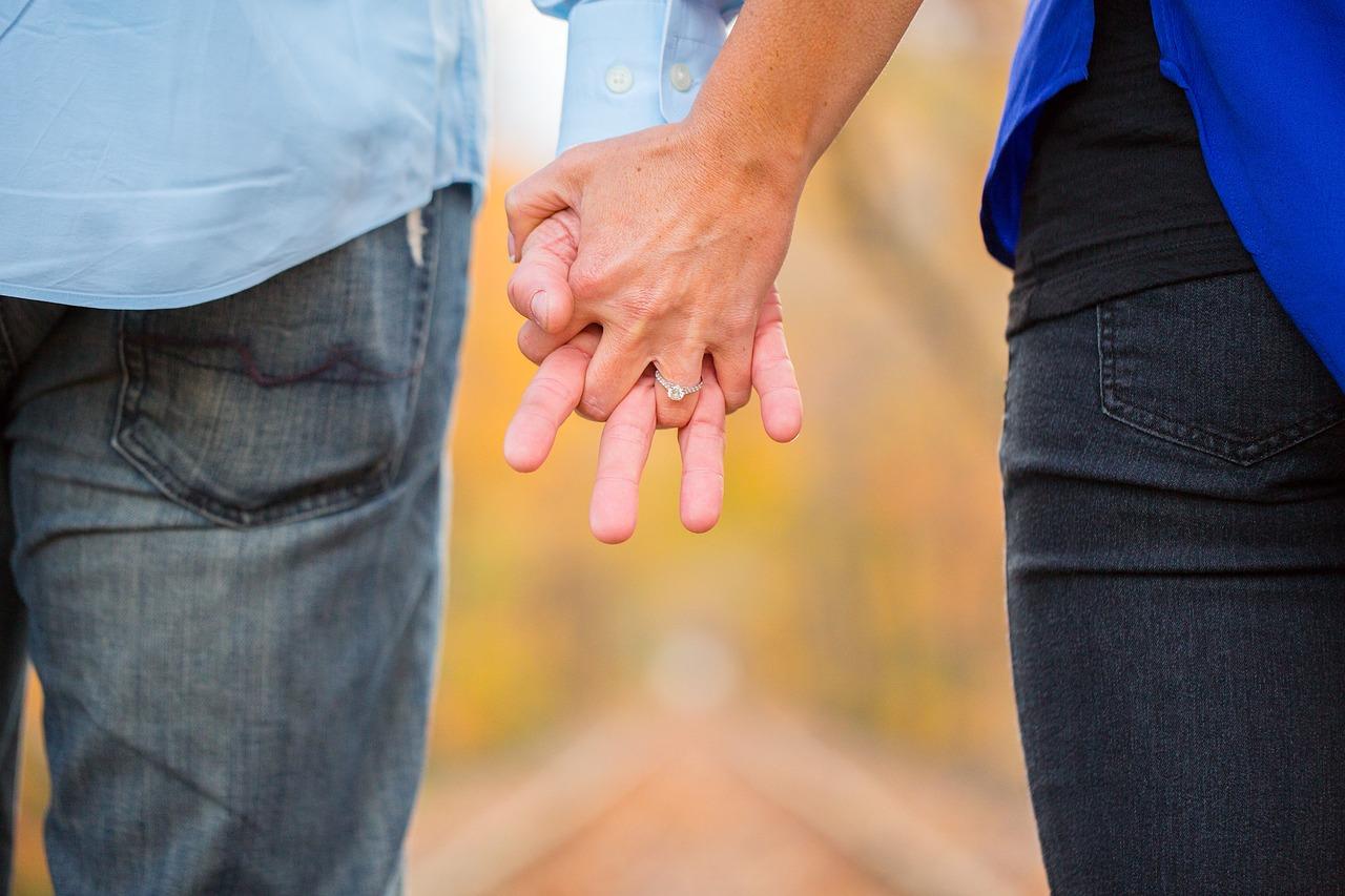 séta kéz a kézben